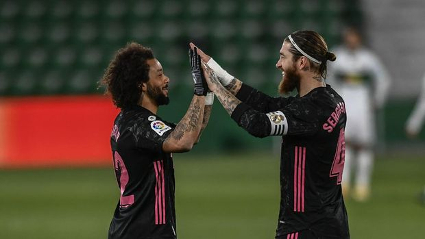 Real Madrid's Marcelo, left, shakes hands with Real Madrid's Sergio Ramos prior the Spanish La Liga soccer match between Real Madrid and Elche CF at the Manuel Martinez Valero stadium in Elche, Spain, Wednesday, Dec. 30, 2020. (AP Photo/Jose Breton)