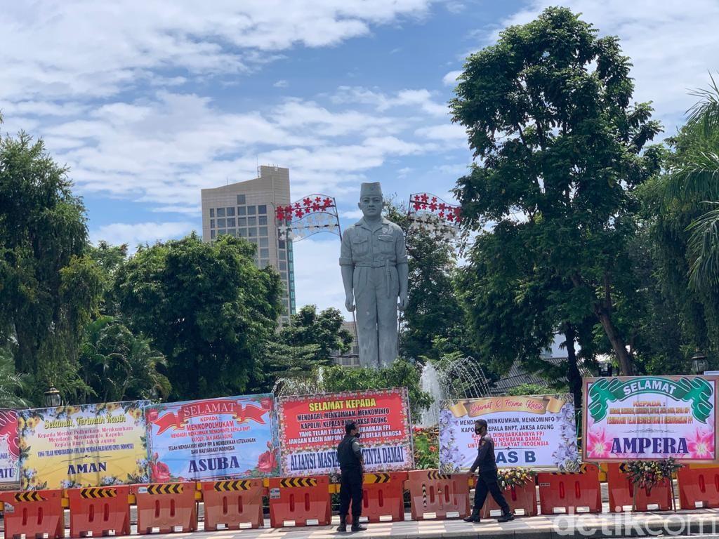 FPI Dilarang, Kawasan Taman Apsari Surabaya Dibanjiri Karangan Bunga