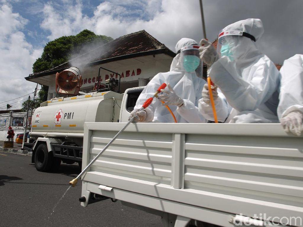 Yogyakarta Mandi Disinfektan Jelang Pergantian Tahun