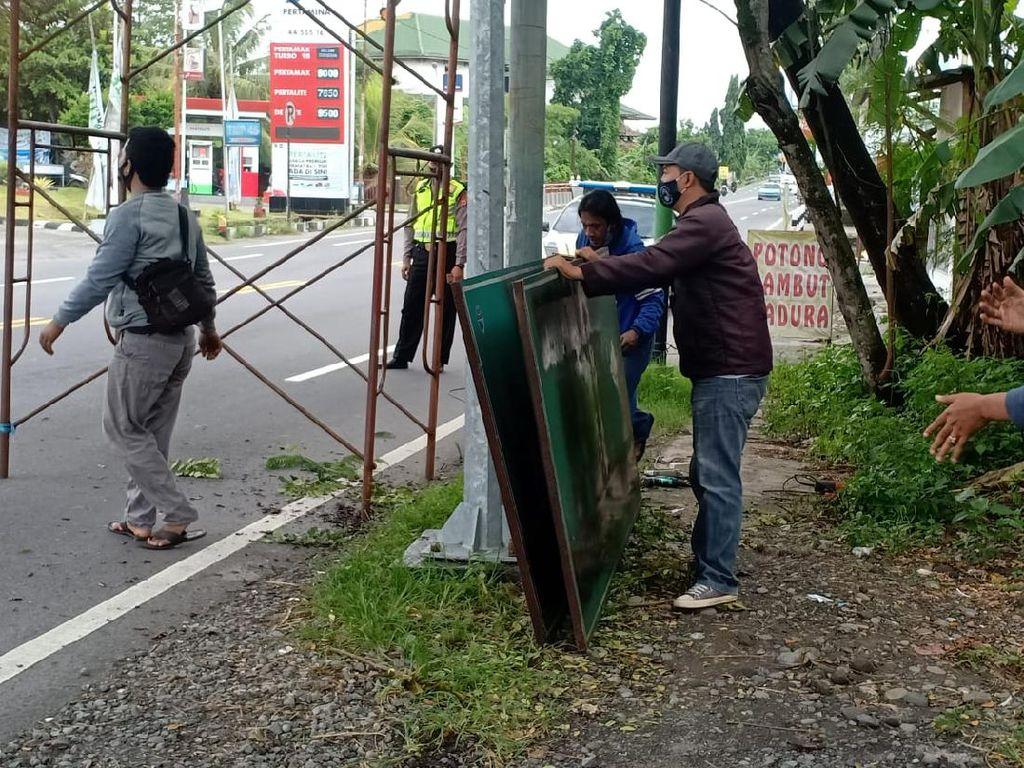 Dikawal Polisi, Plang FPI DIY Dicopot Ketuanya Sendiri