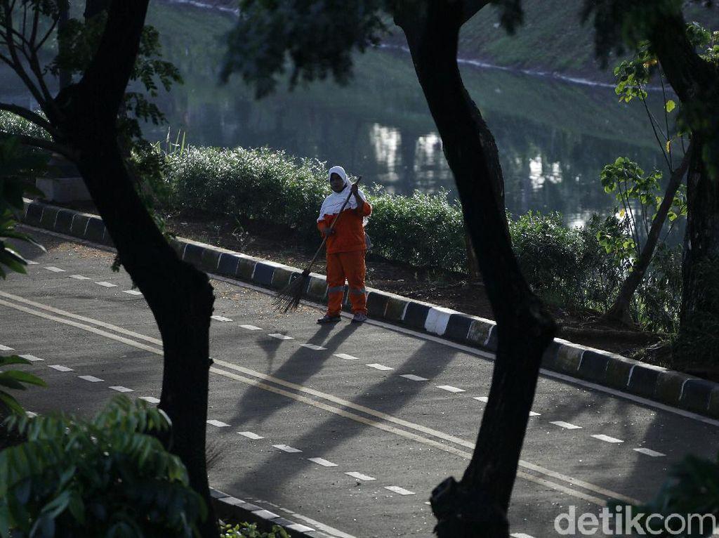 Aksi Pasukan Oranye Bersih-bersih di Awal Tahun Baru