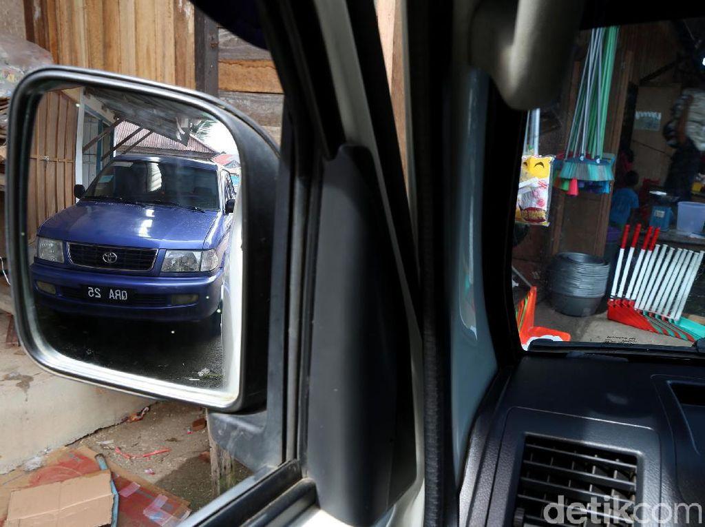 Banyak Mobil Malaysia di Perbatasan, Nggak Usah Heran!