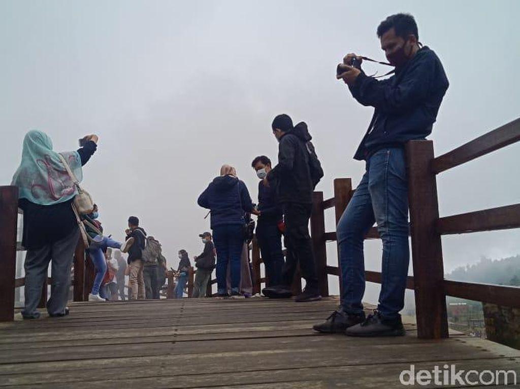 Foto: Spot Instagramable Baru Kawah Sikidang, Jembatan Kayu Sepanjang 1 Km