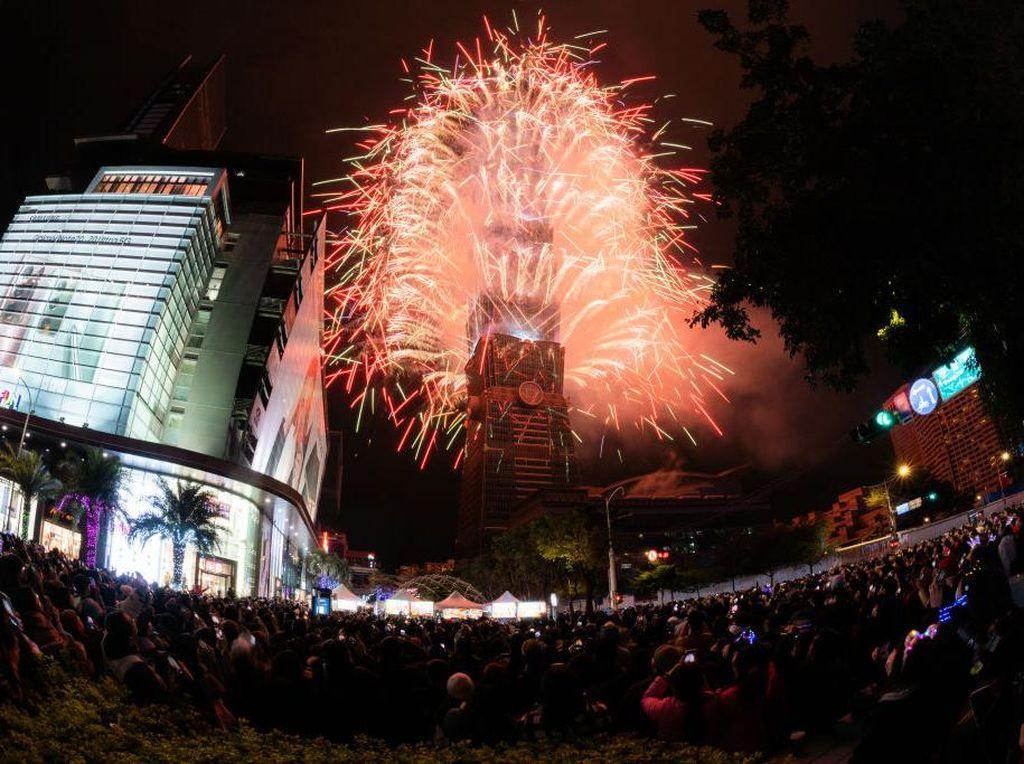 Happy New Year dan Dear 2021 Menggema di Linimasa