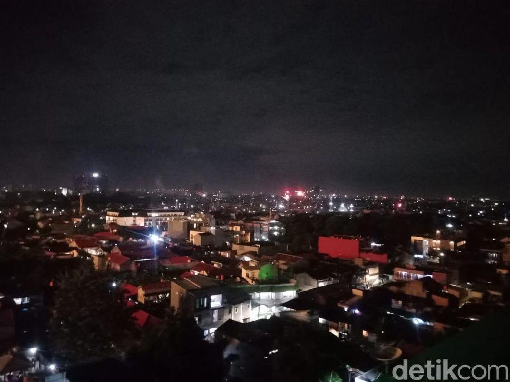 Meski Dilarang, Warga Tetap Nyalakan Kembang Api di Jakarta dan Sekitarnya