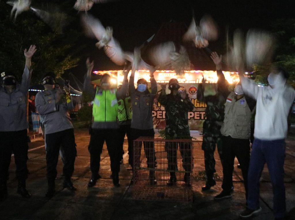 Malam Tahun Baru di Ngawi Diisi dengan Lepas Burung Hantu Pembasmi Tikus