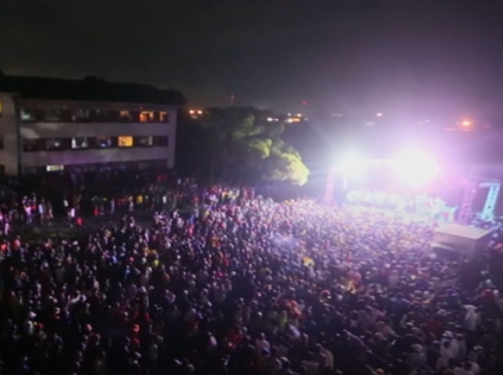 Ribuan Orang di Zimbabwe Berkumpul-Berkerumun Sambut Tahun Baru