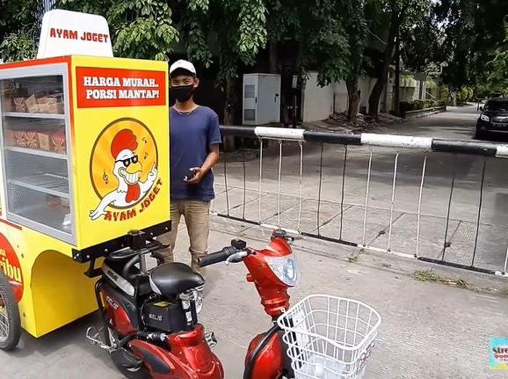 Keren! Ayam Geprek Dijual Keliling Pakai Motor Listrik