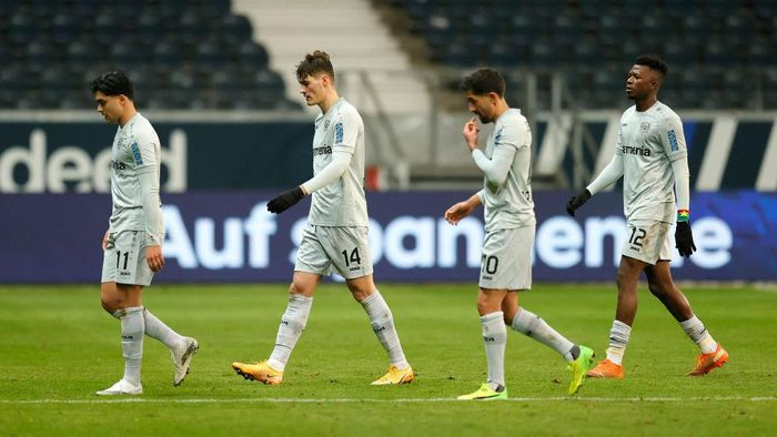 FRANKFURT AM MAIN, GERMANY - JANUARY 02: Nadiem Amiri, Patrik Schick, Kerem Demirbay and Edmond Tapsoba of Bayer Leverkusen look dejected following their sides defeat in the Bundesliga match between Eintracht Frankfurt and Bayer 04 Leverkusen at Deutsche Bank Park on January 02, 2021 in Frankfurt am Main, Germany. Sporting stadiums around Germany remain under strict restrictions due to the Coronavirus Pandemic as Government social distancing laws prohibit fans inside venues resulting in games being played behind closed doors. (Photo by Ronny Wittek - Pool/Getty Images)