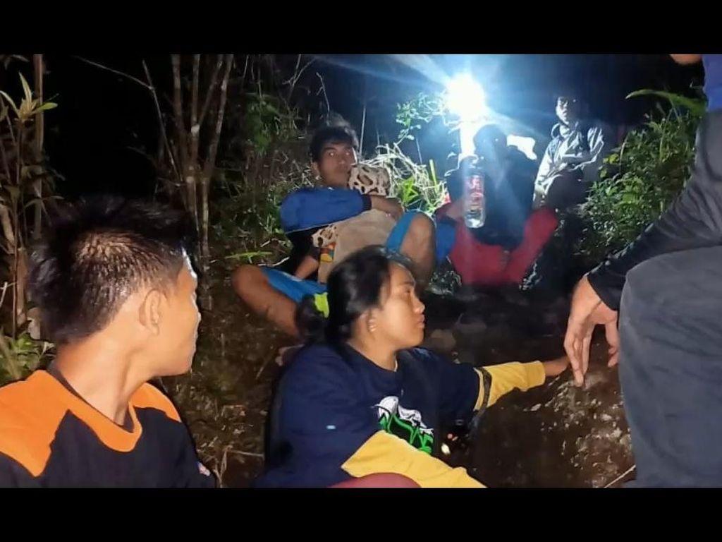 Belasan Pendaki di Gunung Lemongan Dievakuasi Karena Kelaparan