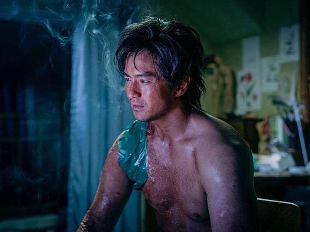 Kepincut Lee Jin Wook di Sweet Home? Ini 5 Drama/Film Lain Dia Perankan