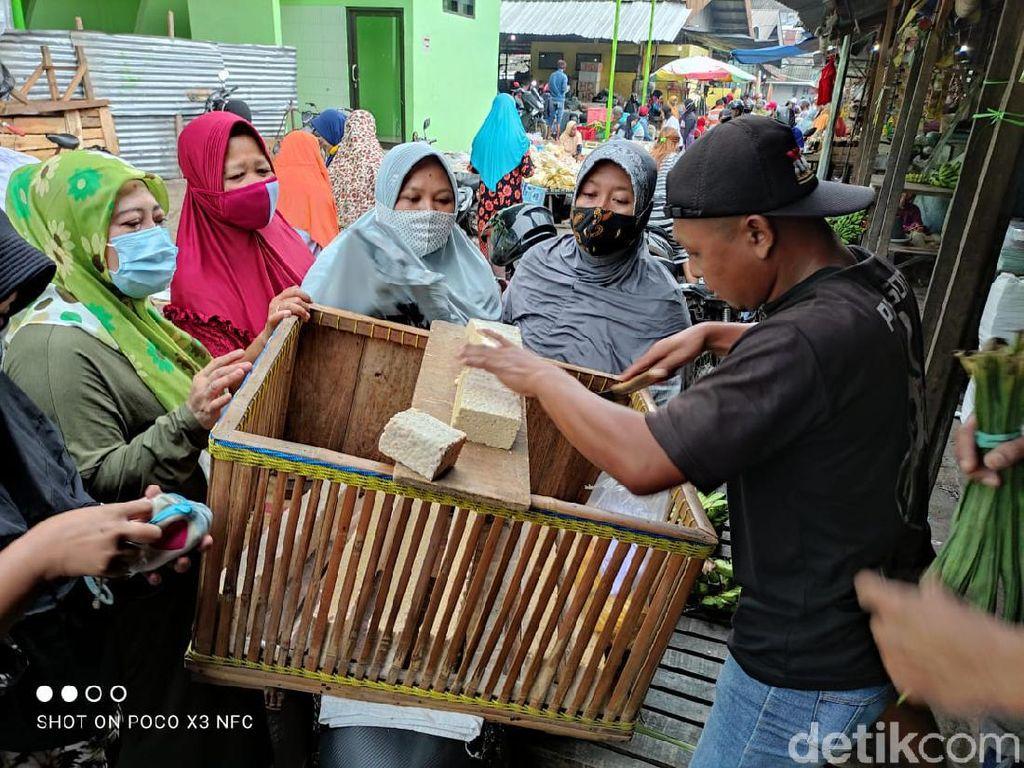 Produsen Banyak yang Mogok, Tempe Laris Manis di Pasar Sidoarjo