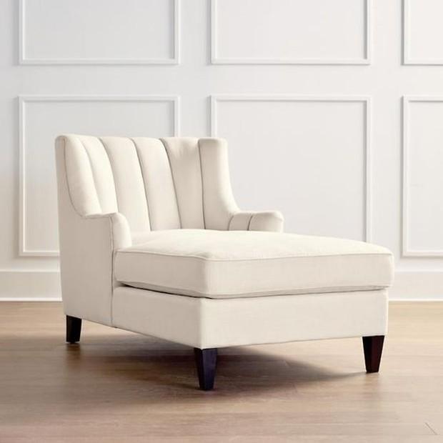 Pilih kursi panjang untuk sekedar duduk sambil merilekskan kaki.