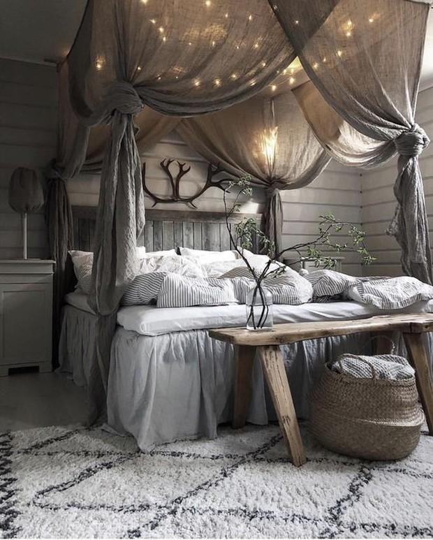 Tidak ada salahnya untuk memilih kasur dengan kanopi yang terkesan klasik dan modern.