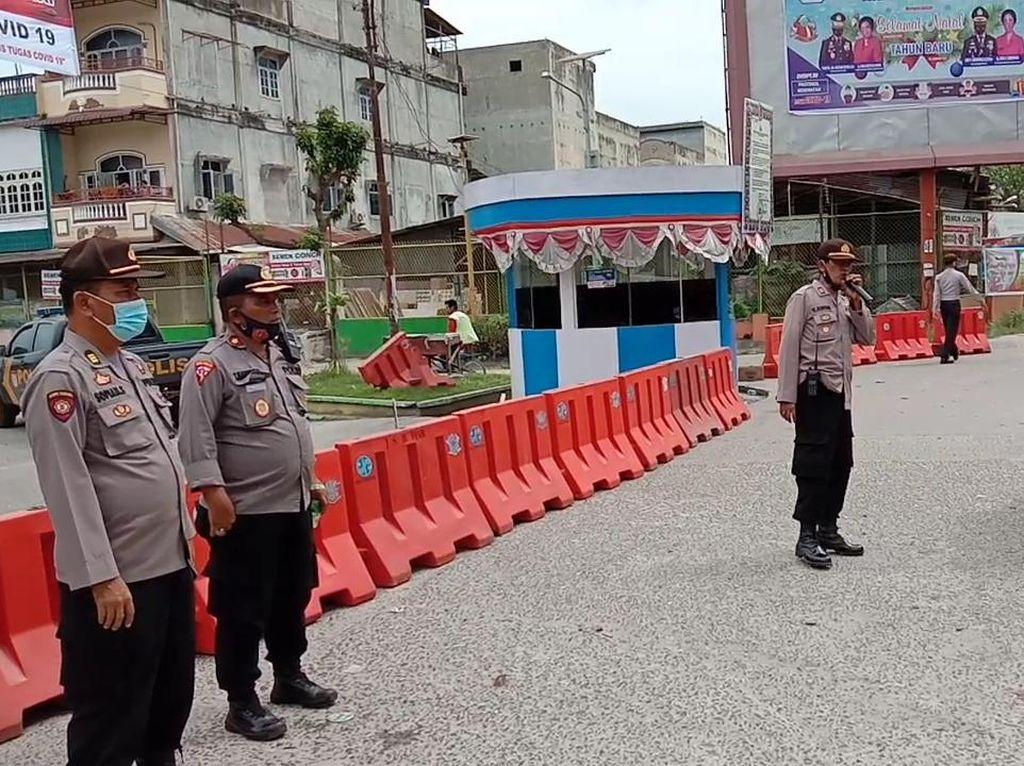 Cegah Kerumunan, Polisi Sekat Kendaraan Menuju Pantai Cermin Sumut