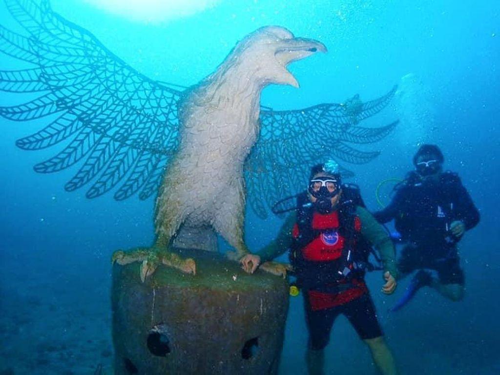 Patung Garuda dan Ribuan Struktur KarangDitenggelamkan di Laut Bali