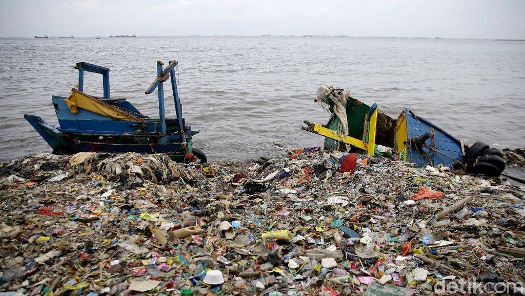 Volume Sampah di Teluk Jakarta Kian Meningkat