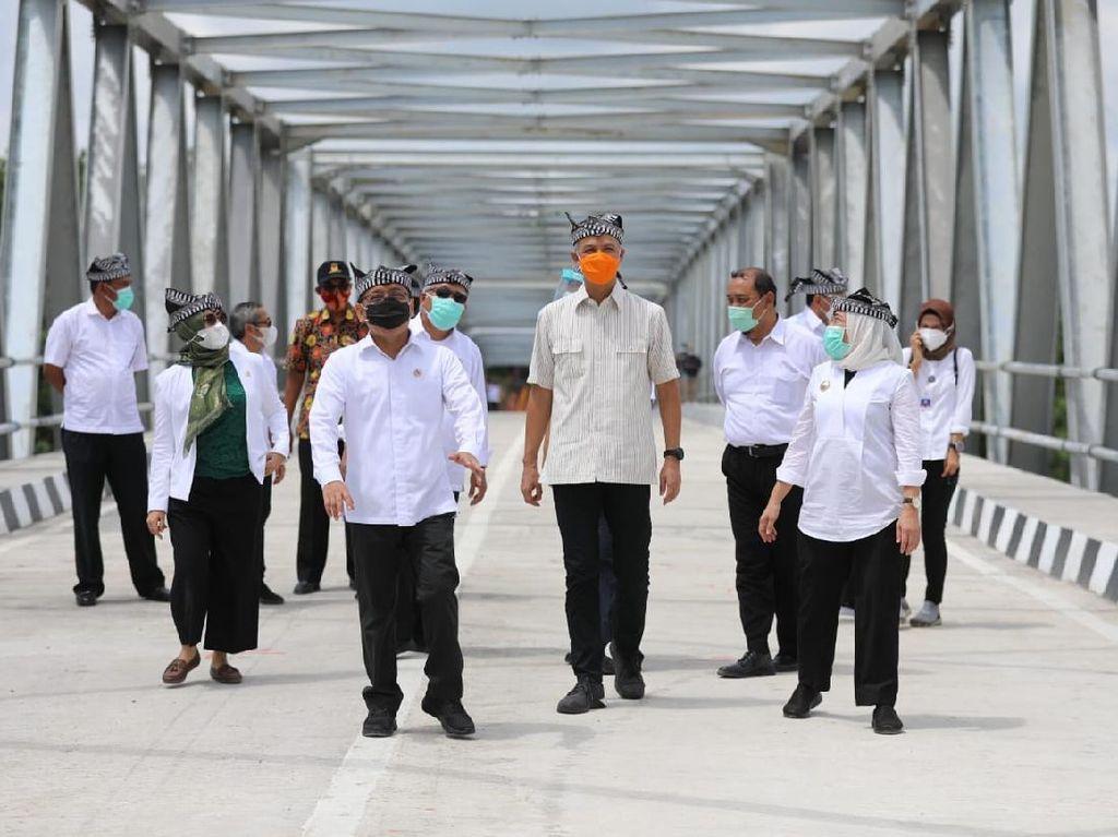 3 Menteri Resmikan Jembatan Membentang di Atas Bengawan Solo