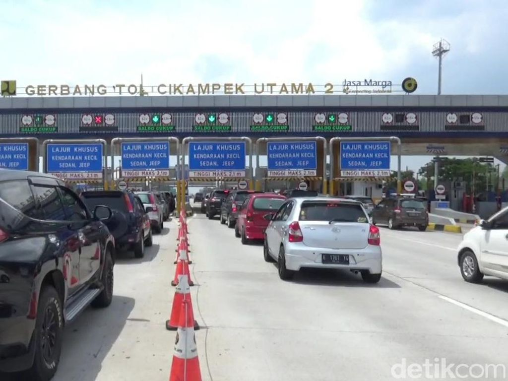 GT Cikatama Pukul 14.00, 9 Ribu Kendaraan Tinggalkan Jakarta