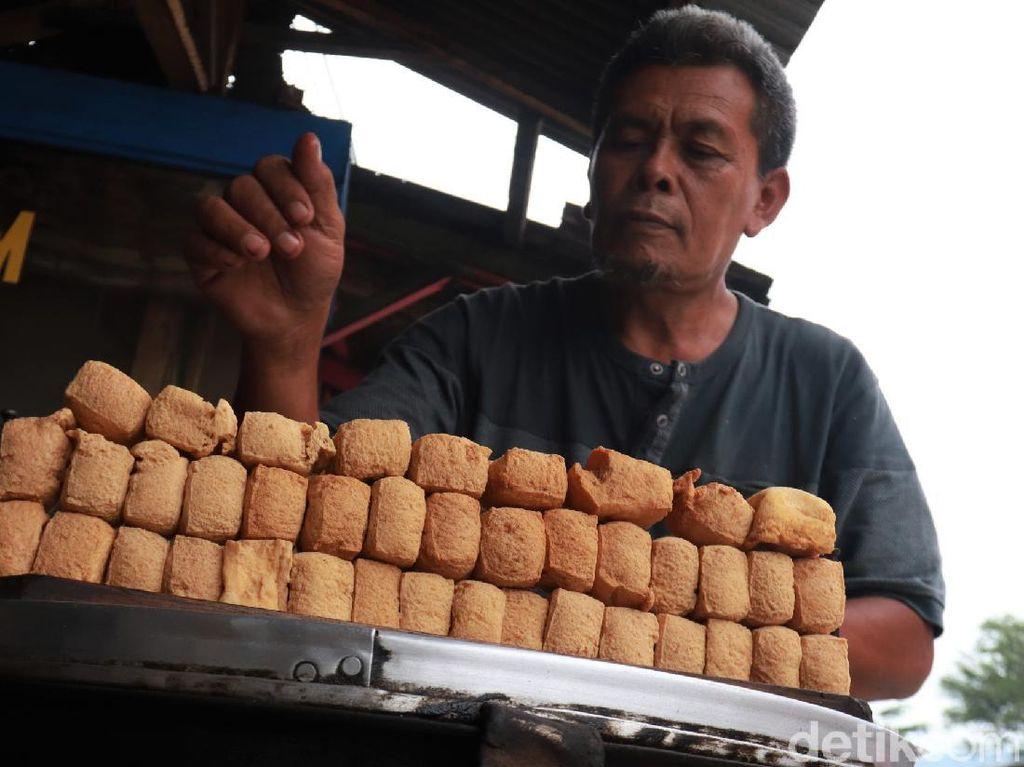 Curhat Pedagang Tahu di Cileunyi Terdampak Kenaikan Harga Kedelai