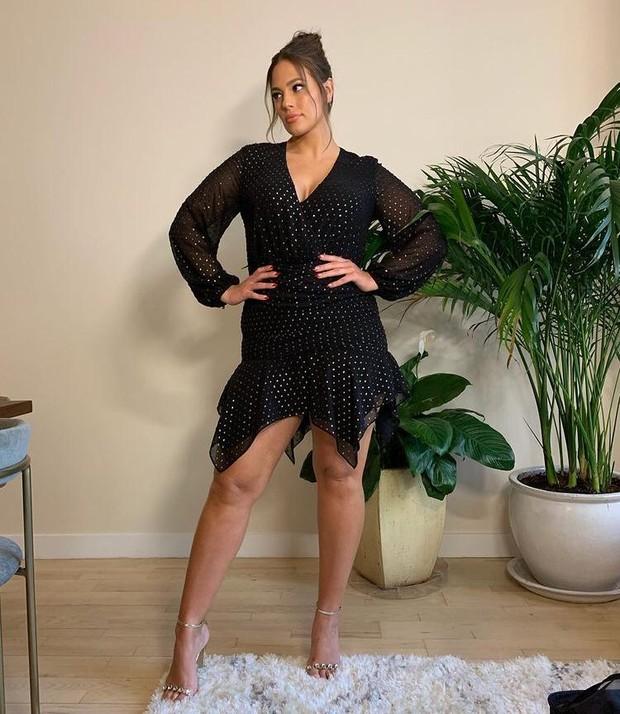 Fit flare dress/source:instagram.com/ashleygraham