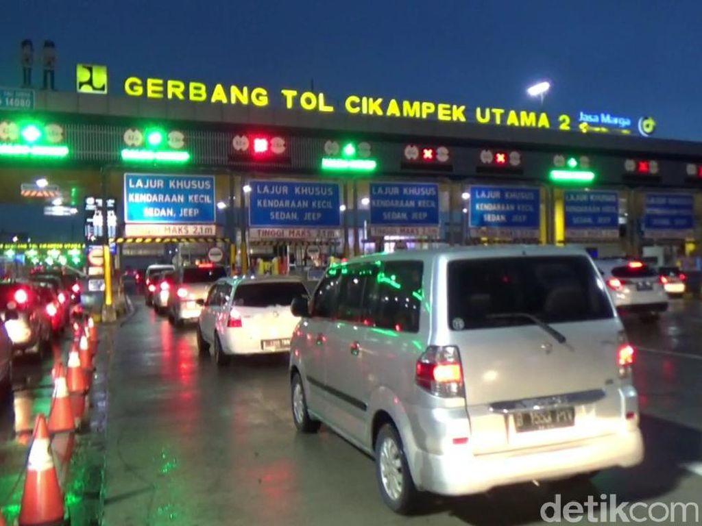 Liburan Usai, Lalin di Tol Cikampek Mengarah Jakarta Padat