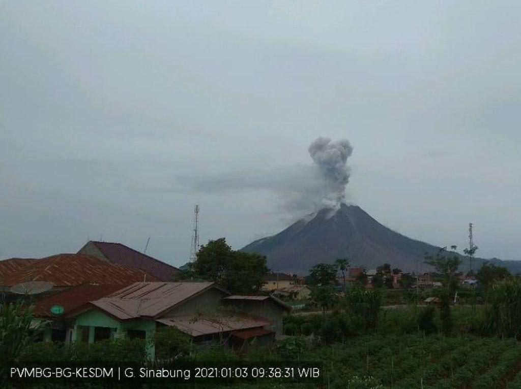 Gunung Sinabung Erupsi, Kolom Abu Capai 1.000 Meter