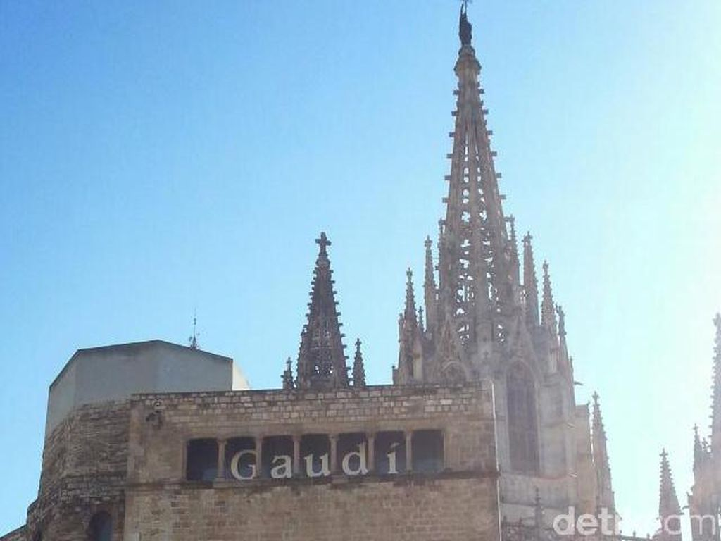 Berjumpa Salah Satu Mahakarya Gaudi di Barcelona