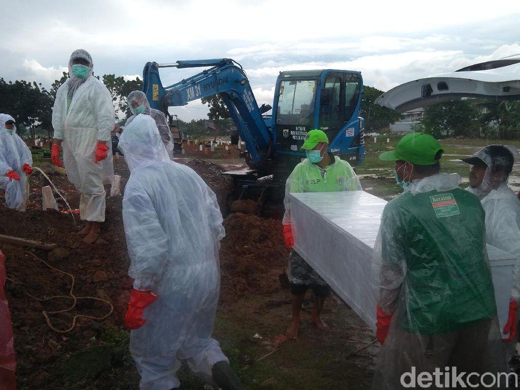 Total 4 Ribu Jenazah COVID Dimakamkan di TPU Tegal Alur
