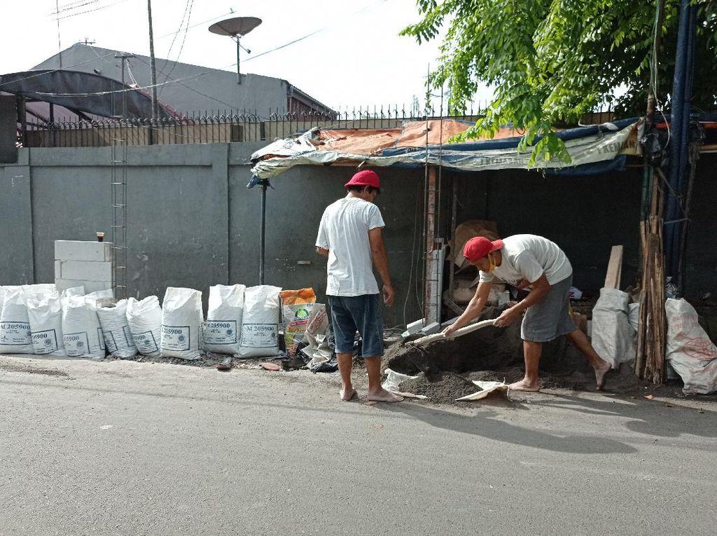 Minggu Pagi, Pembangunan Posko 3 Pilar di Dekat Eks Markas FPI Dilanjutkan