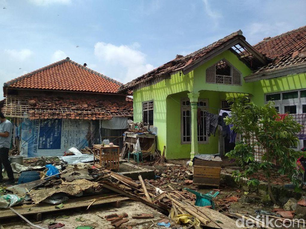 Angin Puting Beliung Terjang Selangit Cirebon, 20 Warga Alami Luka