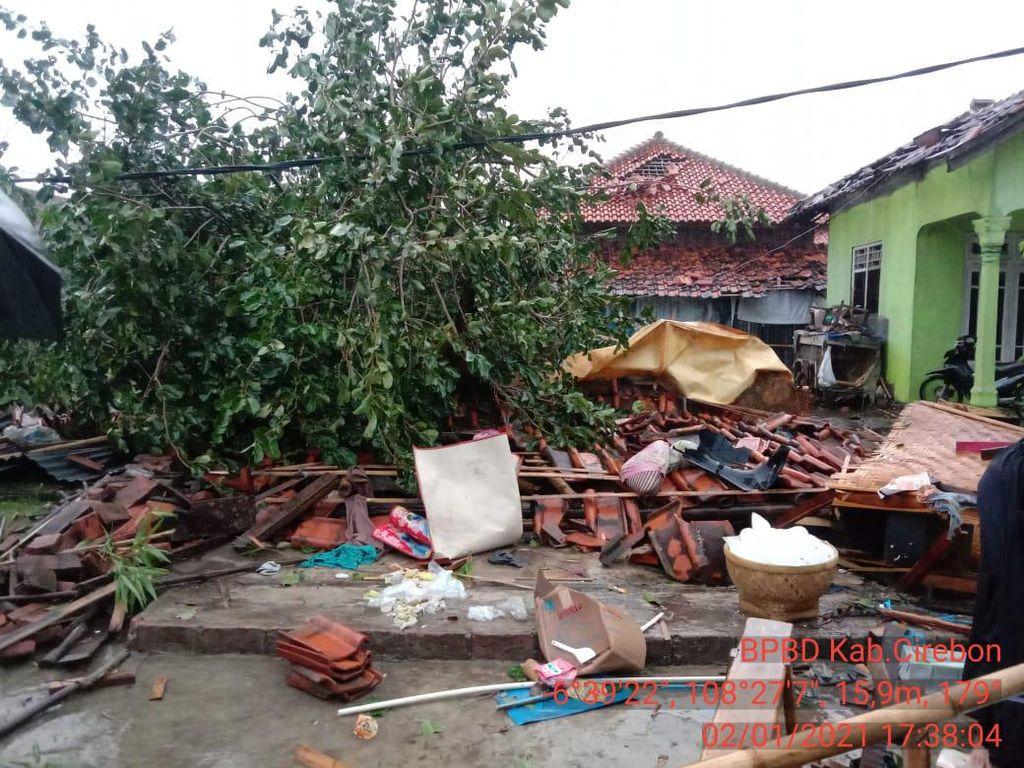 Ratusan Rumah di Desa Selangit Cirebon Rusak Diterjang Puting Beliung