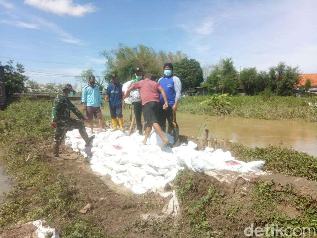 Diterjang Hujan Deras, 3 Titik Tanggul di Lamongan Jebol