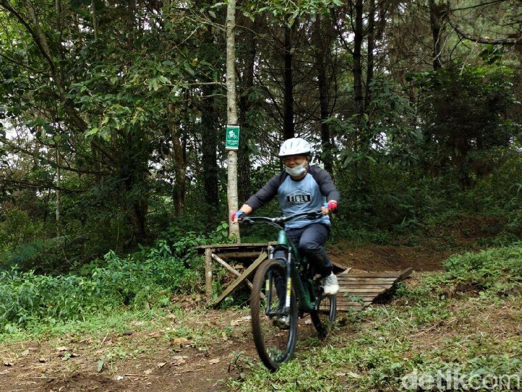 Foto: Trek Downhill Pertama di Gunung Ciremai