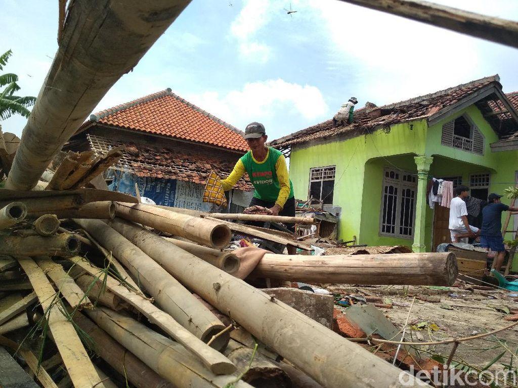 Cerita Mencekam Korban Puting Beliung Cirebon: Ngeri Suara Petir-Angin