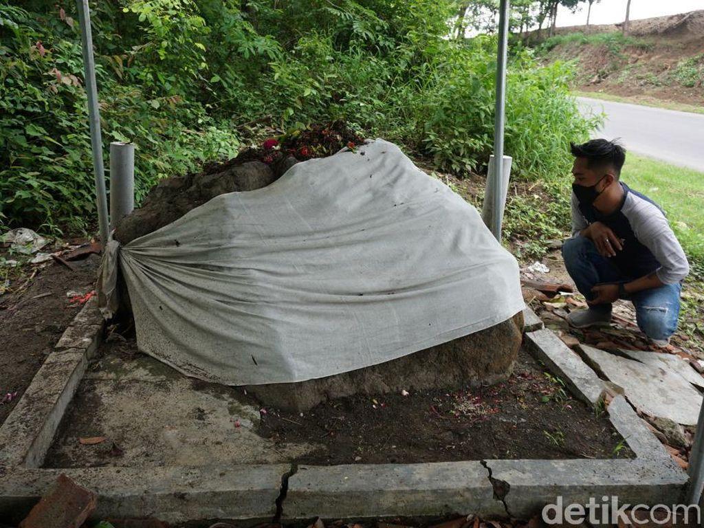 Mitos Klakson Kendaraan dan Sesaji untuk Watu Blorok di Mojokerto