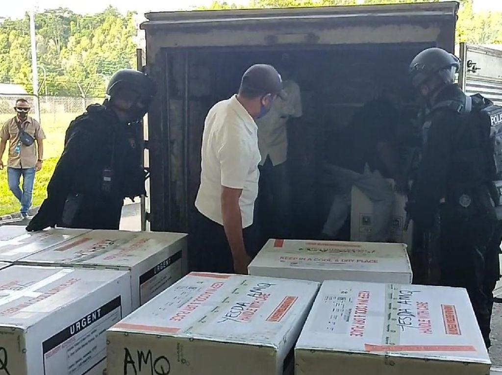 Pemprov Maluku Belum Kirim Vaksin COVID ke 11 Wilayah: Tunggu Izin Halal-EUA