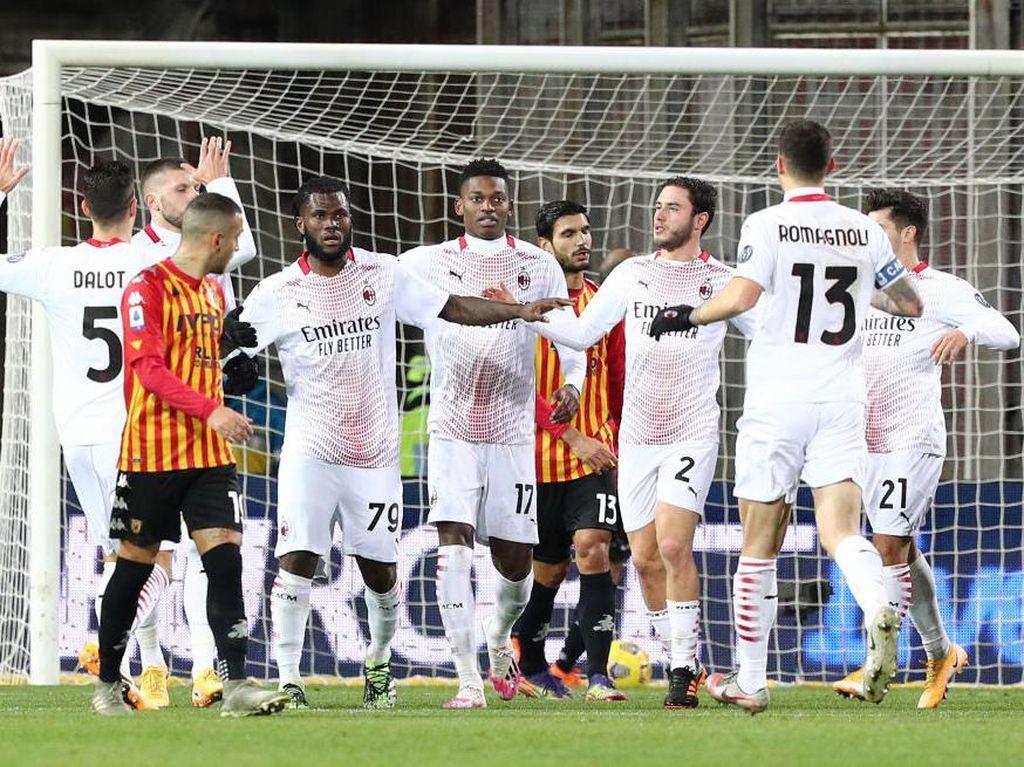 Benevento vs Milan: Bermain 10 Orang, Rossoneri Menang 2-0