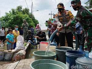 Korban Banjir di Mojokerto Mulai Dapat Bantuan Air Bersih