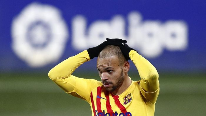 HUESCA, SPAIN - JANUARY 03: Martin Braithwaite of Barcelona reacts during the La Liga Santander match between SD Huesca and FC Barcelona at Estadio El Alcoraz on January 03, 2021 in Huesca, Spain. Sporting stadiums around Spain remain under strict restrictions due to the Coronavirus Pandemic as Government social distancing laws prohibit fans inside venues resulting in games being played behind closed doors. (Photo by Eric Alonso/Getty Images)