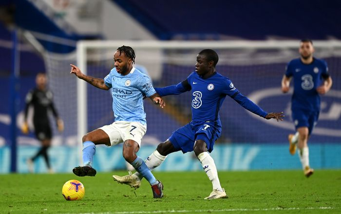 LONDON, ENGLAND - JANUARY 03:  Raheem Sterling of Manchester City is challenged by NGolo Kante of Chelsea during the Premier League match between Chelsea and Manchester City at Stamford Bridge on January 03, 2021 in London, England. The match will be played without fans, behind closed doors as a Covid-19 precaution. (Photo by Shaun Botterill/Getty Images)