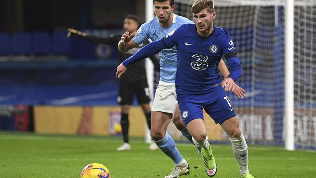 Manchester City's Ruben Dias, left, and Chelsea's Timo Werner challenge for the ball during the English Premier League soccer match between Chelsea and Manchester City at Stamford Bridge, London, England, Sunday, Jan. 3, 2021. (Shaun Botterill/Pool via AP)