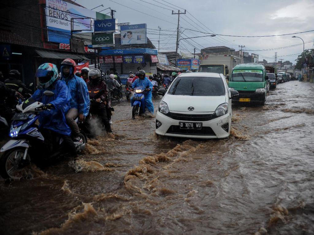 Drainase Buruk di Bandung Picu Genangan 50 cm