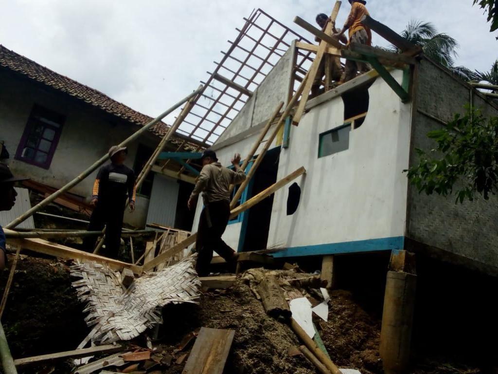 4 Rumah di Tasikmalaya Rusak Diterjang Puting Beliung