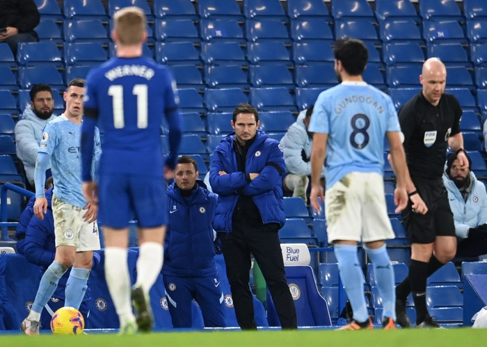 LONDON, ENGLAND - JANUARY 03: Frank Lampard, Manager of Chelsea looks on during the Premier League match between Chelsea and Manchester City at Stamford Bridge on January 03, 2021 in London, England. The match will be played without fans, behind closed doors as a Covid-19 precaution. (Photo by Andy Rain - Pool/Getty Images)