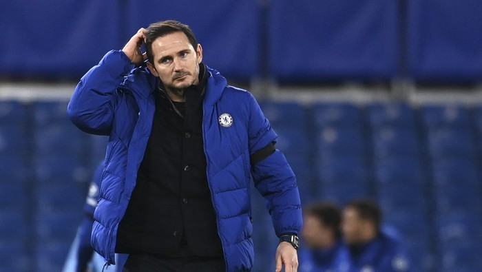 Chelseas head coach Frank Lampard scratches his head after the English Premier League soccer match between Chelsea and Manchester City at Stamford Bridge, London, England, Sunday, Jan. 3, 2021. City won the match 3-1. (Andy Rain/Pool via AP)