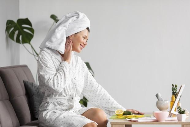 Perawatan diri sangat membantu untuk membuat perasaan jadi lebih bahagia.