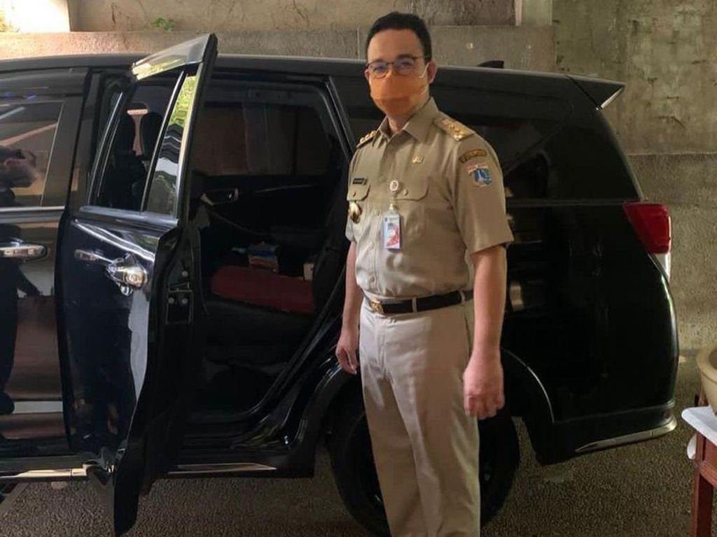 Sembuh dari Corona, Anies Baswedan Kembali Ngantor di Balai Kota