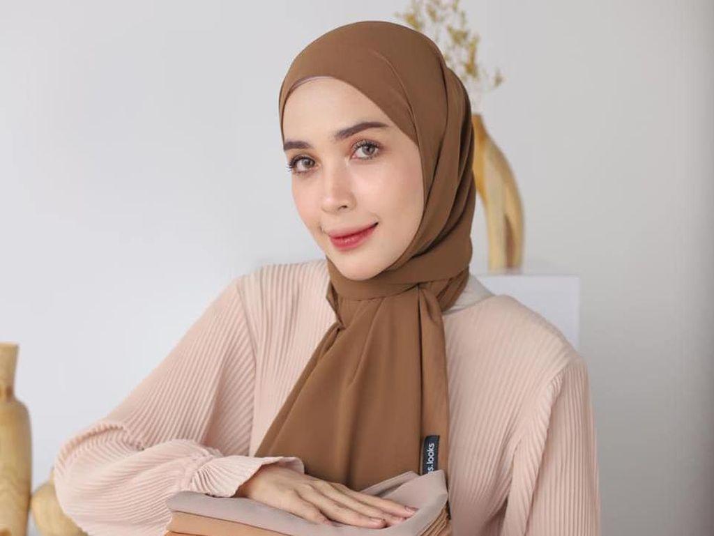 8 Merek Hijab Lokal Terbaik yang Laris Manis Sepanjang 2020