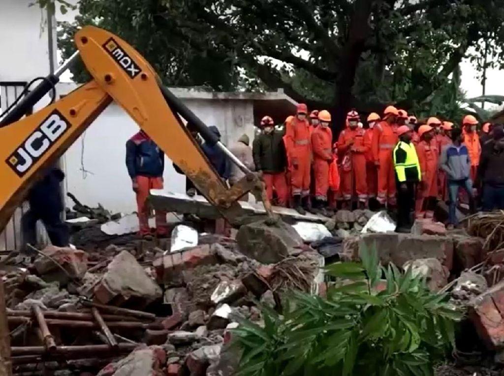 Belasan Pelayat Tewas Tertimpa Atap Gedung yang Ambruk